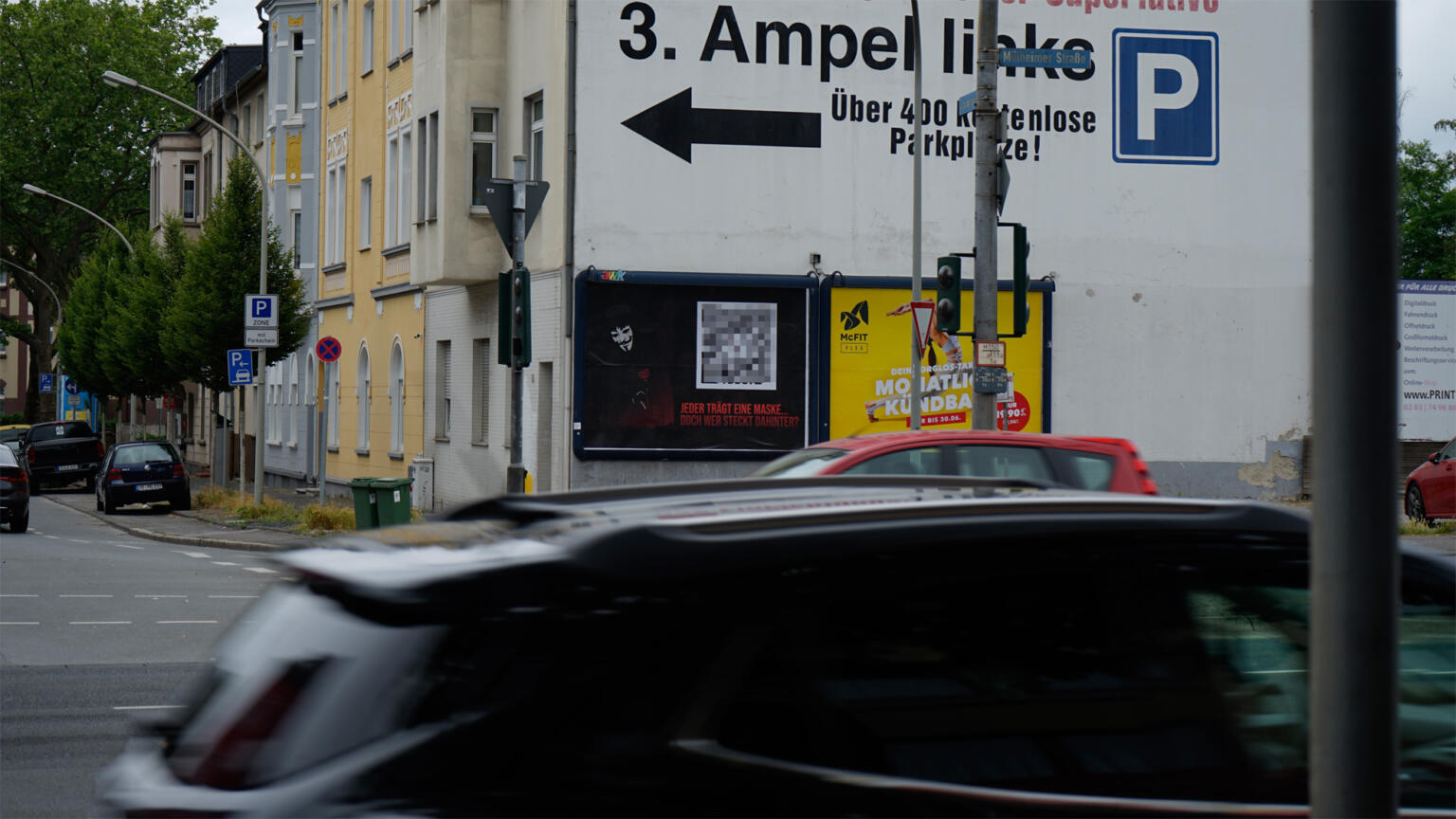 Internet marketing Guerilla marketing: German outdoor advertiser put up posters for online shop that sells drugs